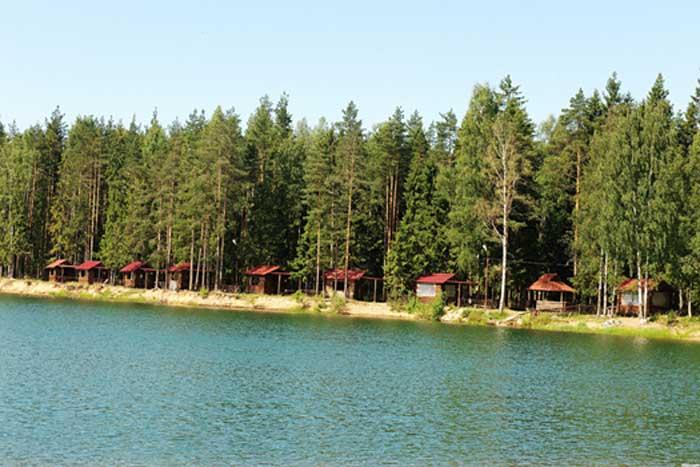 База отдыха на озере Лазурное