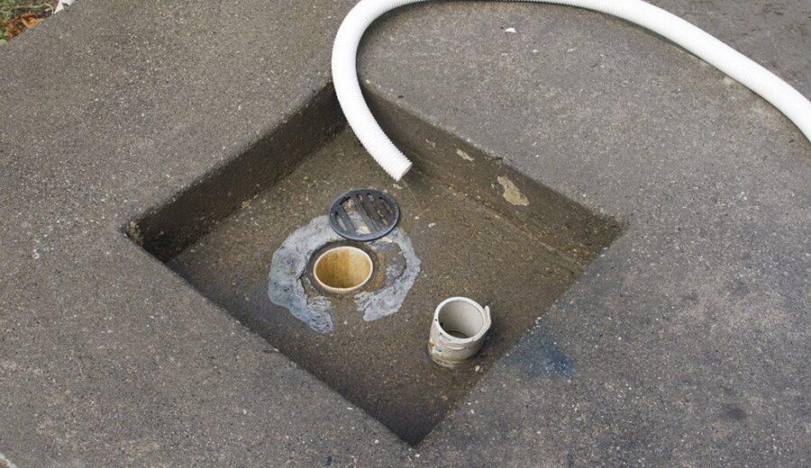 Канализационный патрубок для слива серой воды