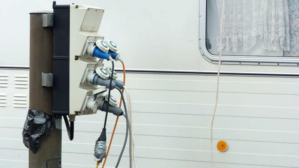 Стойка подключения к электросети кемпинга