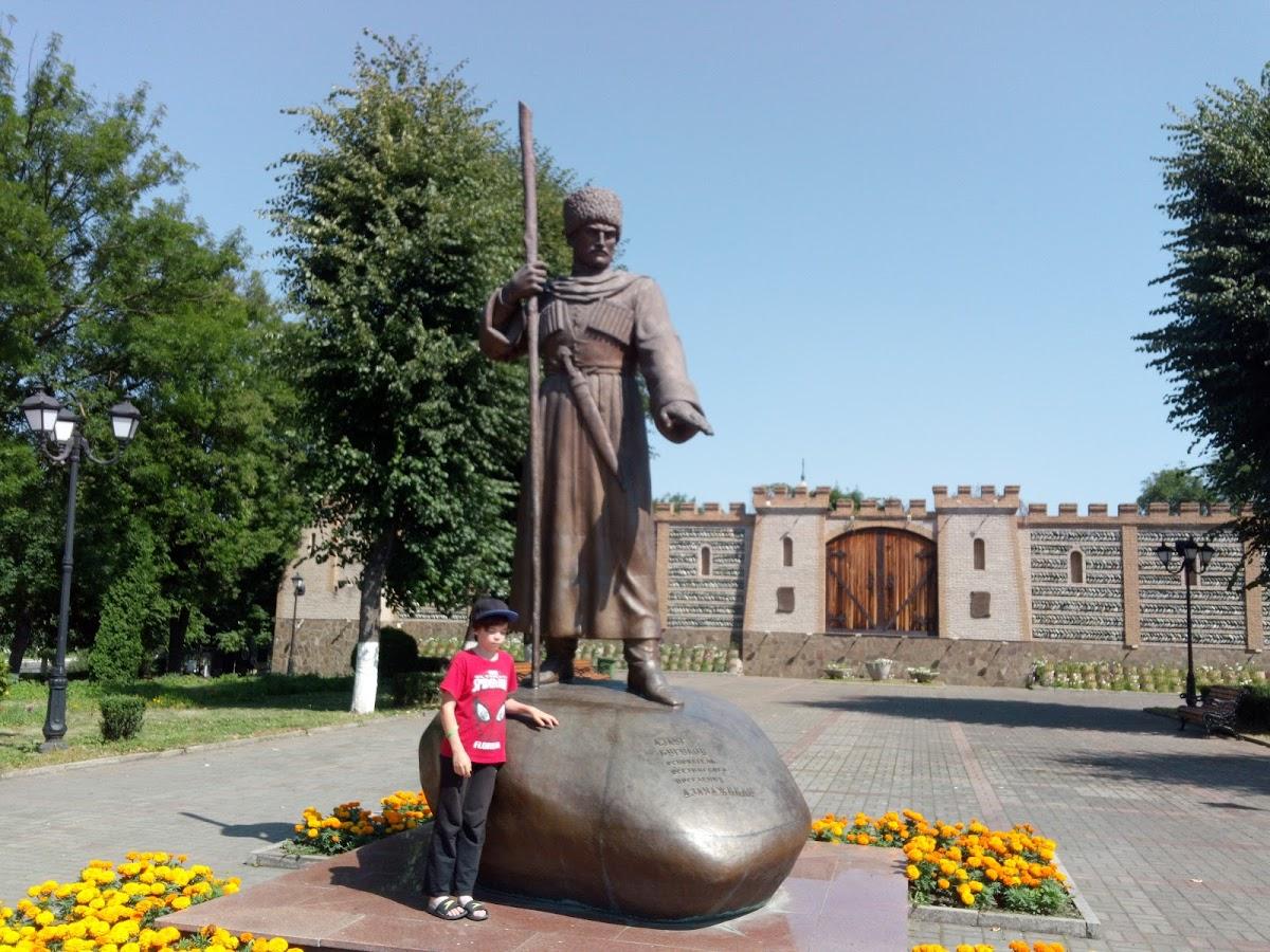 Памятник генералу Плиеву