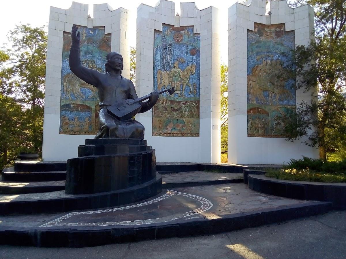 Памятник джангарчи Ээлян Овла