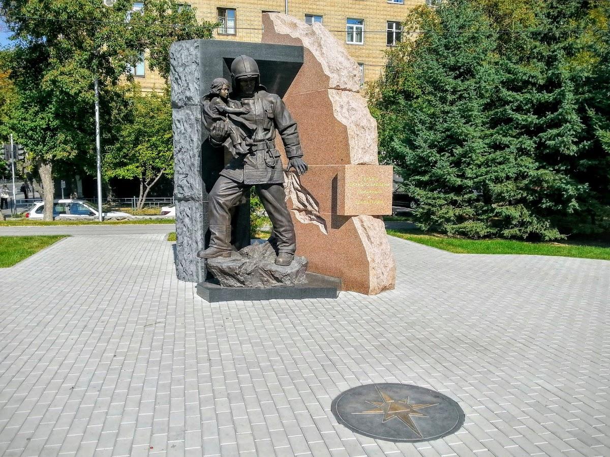 Памятник героям мирного времени, пожарным и спасателям.