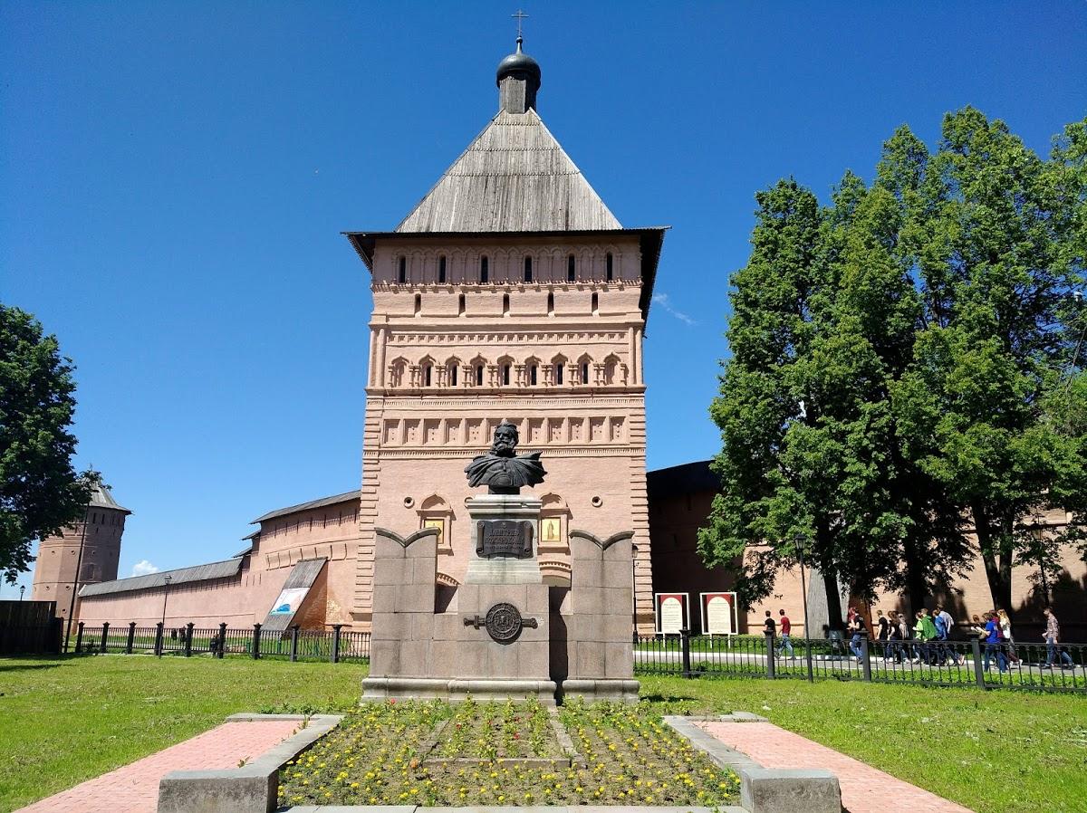 Памятник Д.М. Пожарскому и сквер