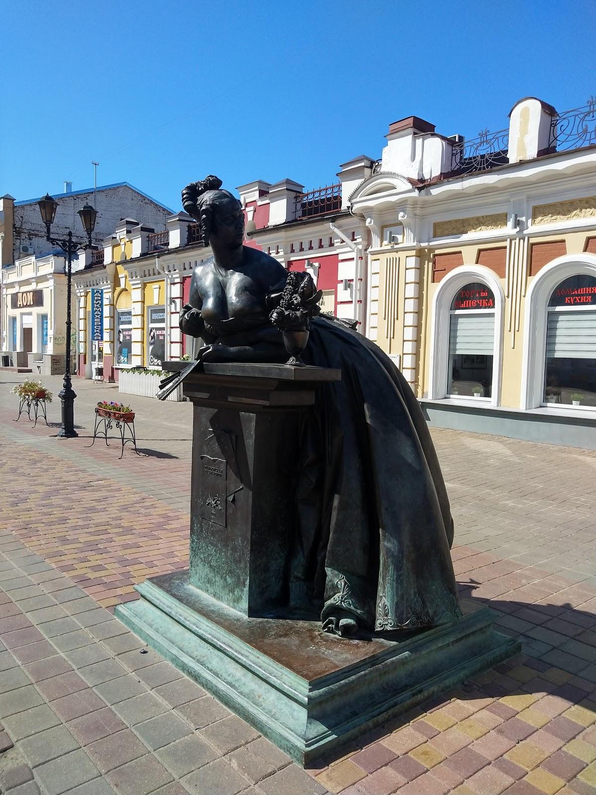 Памятник тамбовской казначейше
