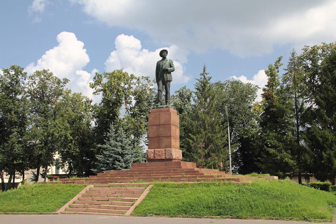 Памятник И.В.Мичурину