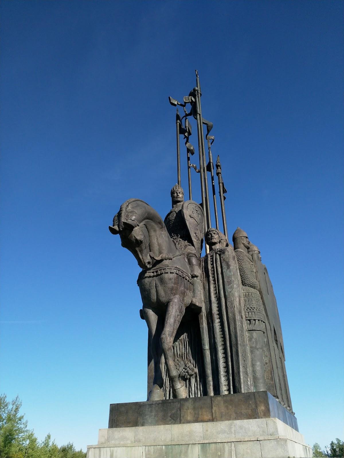 Монумент в память о ледовом побоище