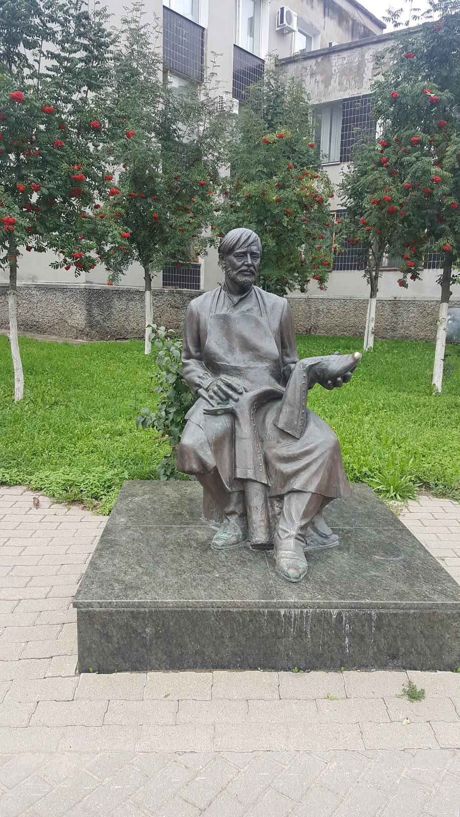 Памятник Сапожнику