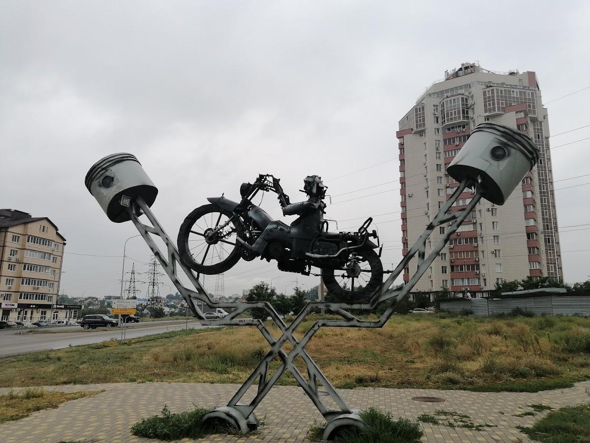 Памятник доброму байкеру