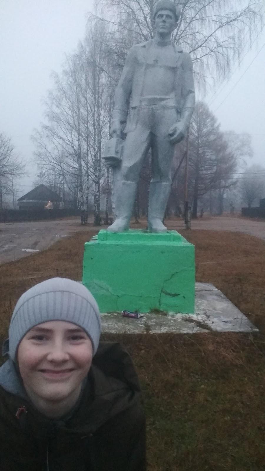 Памятник Лесорубу