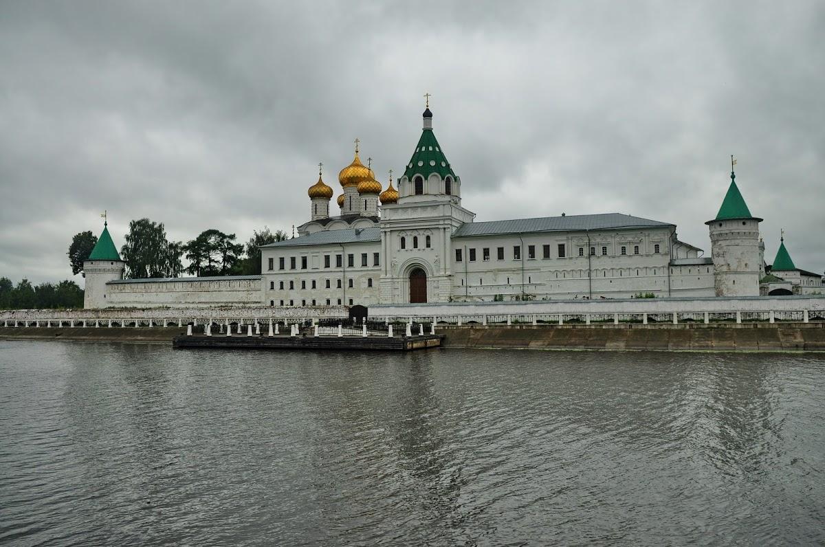 Свято-Троицкий Ипатьевский мужской монастырь города Костромы