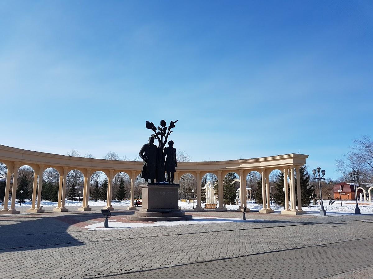 Памятник Абаю и Пушкину