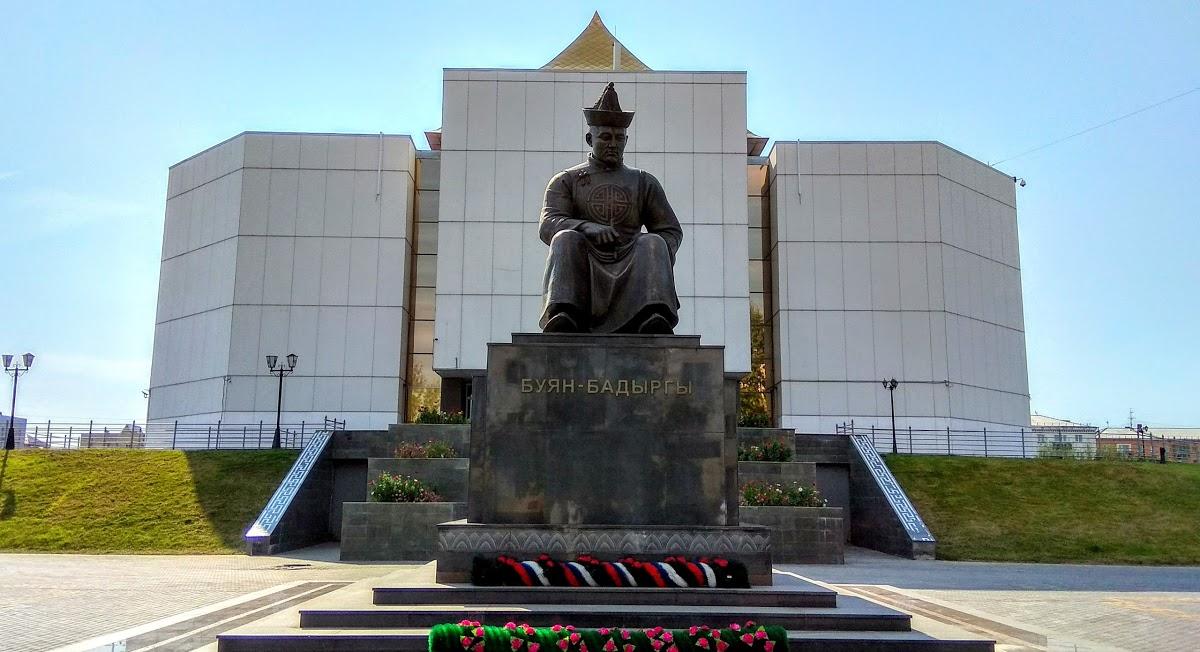Памятник Буяну-Бадыргы