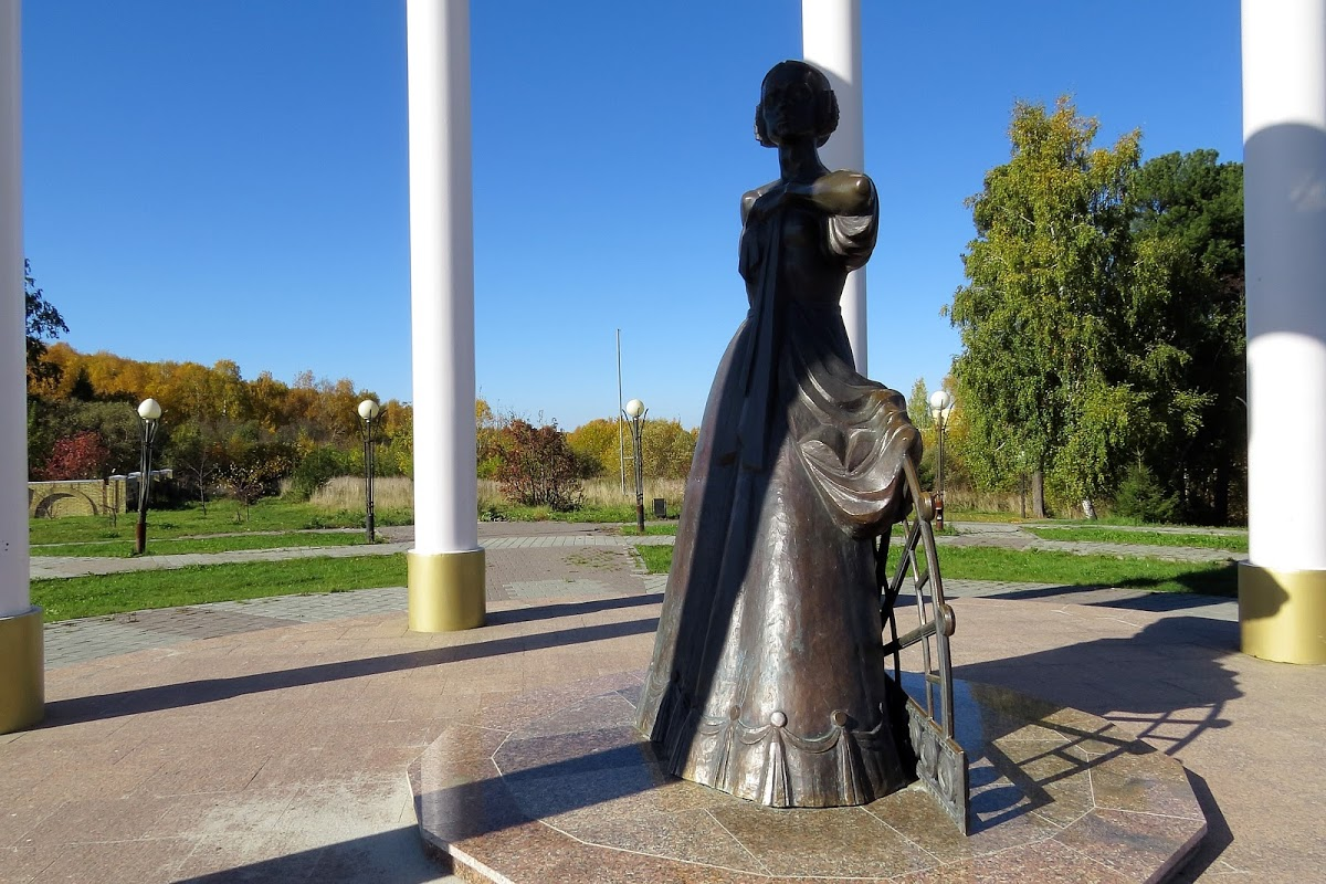 Памятник жёнам декабристов