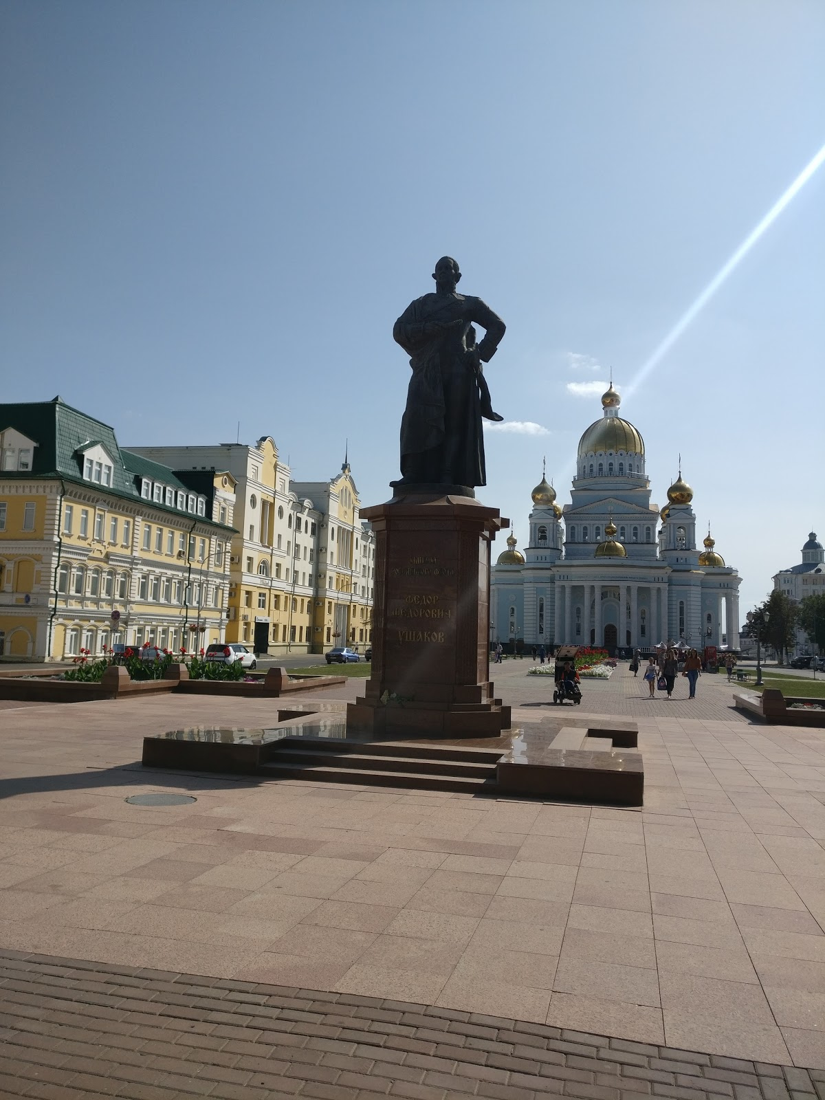 Памятник Ушакову.