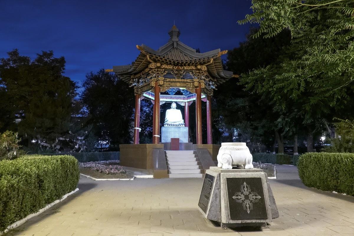 Статуя Будды в Элисте
