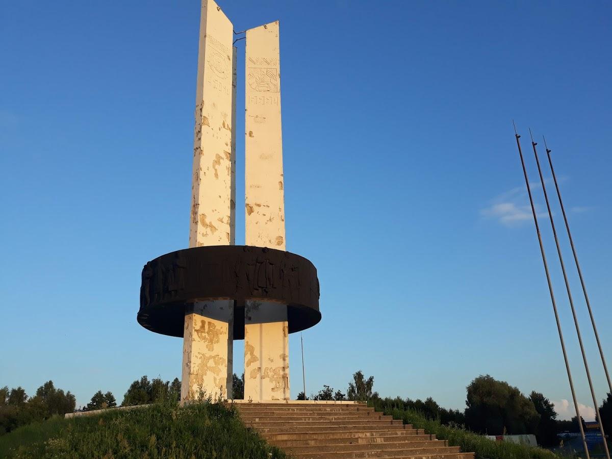 """Монумент Дружбы """" Три Сестры"""""""