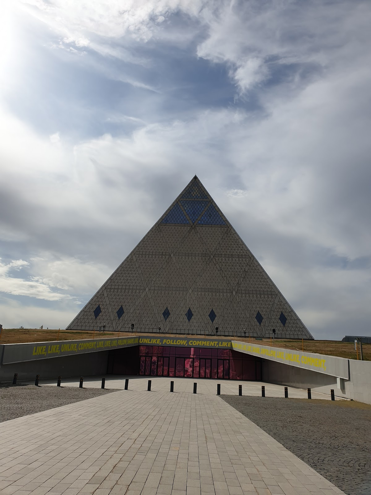 "Монумент ""Казахский народ"""