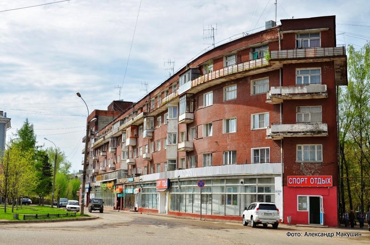 """Дом Корабль, второй корпус """"Баржа"""" по улице Шестернина"""
